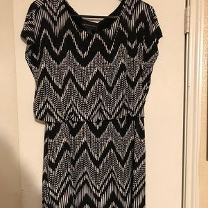 Connected apparel blk & white dress